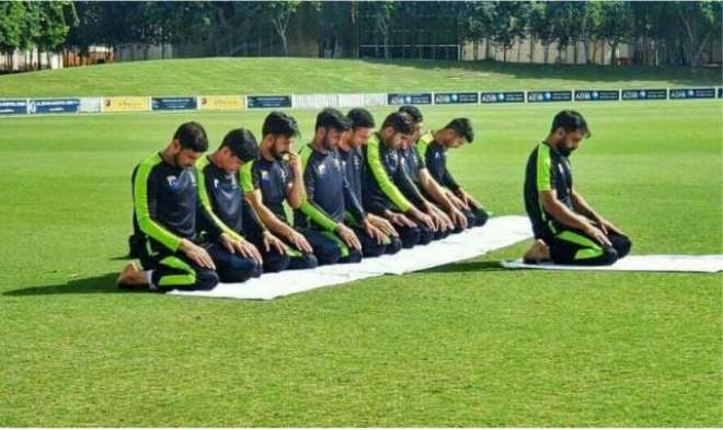 During the practice, Lahore Qalandar team, while studying the B-Jamaat prayer, whose Imams are starring all-rounder Muhammad Hafeez., PSL News